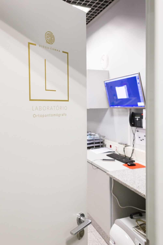 sinaletica porta dentista laboratorio